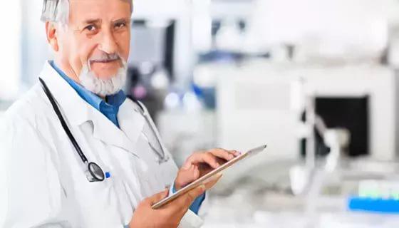 Медсестры осматривают юношей онлайн